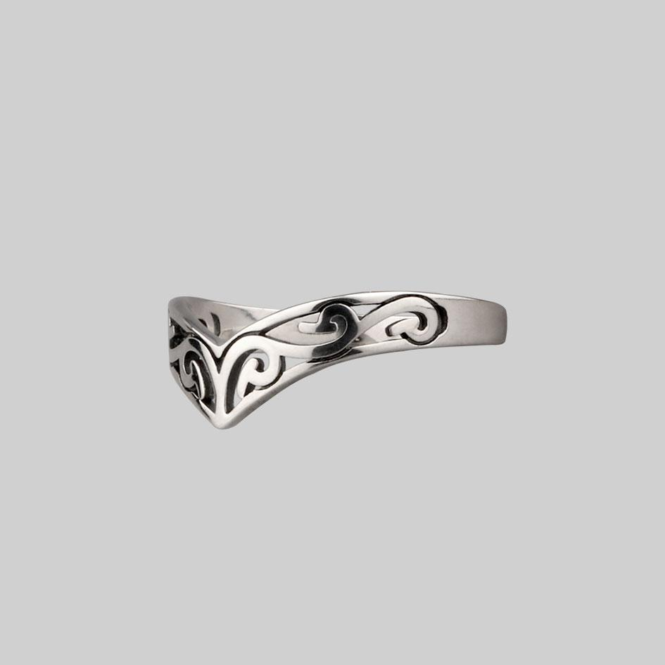 chevron ring with swirl design