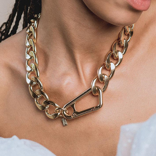 XX. Chunky Curb Chain & Carabiner Clasp Necklace - Gold
