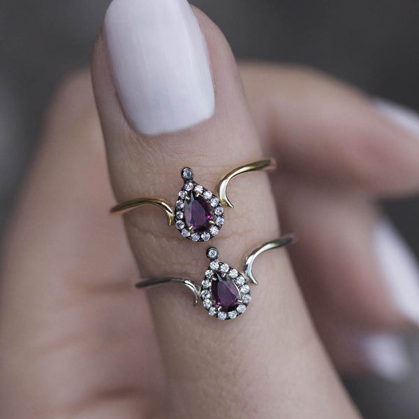 MONTAGUE. Amethyst Teardrop Gold Ring