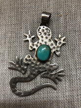 Load image into Gallery viewer, Gecko pin with turquoise cabochon