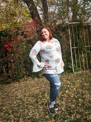 Gray Floral Bell-Sleeve Top Tops voll