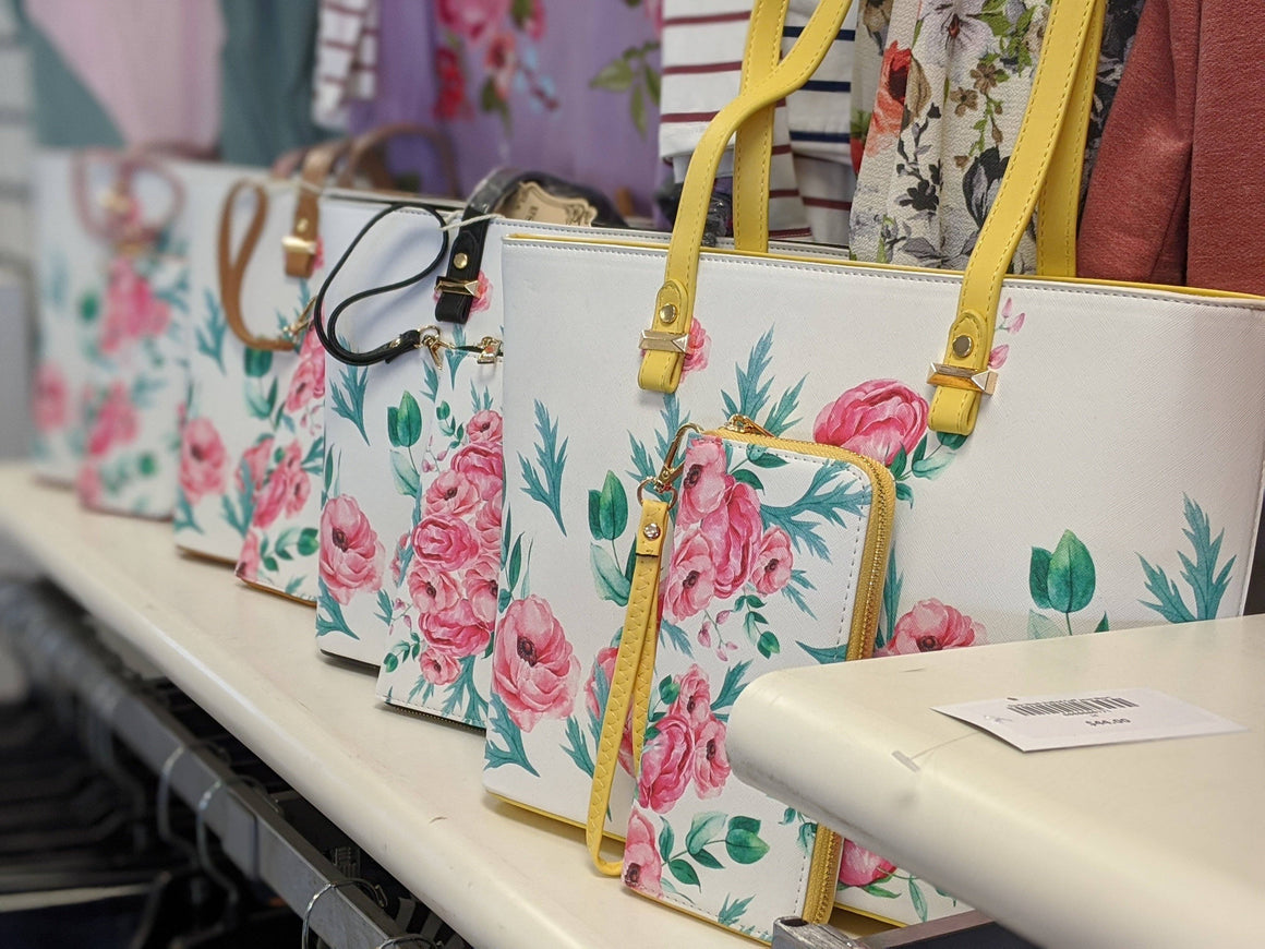 White + Floral Tote w/wallet handbags bag boutique