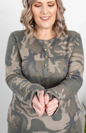 CAMO THUMBHOLE HENLEY (2 COLORS) Tops Michelle Mae