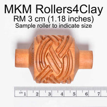 Load image into Gallery viewer, MKM Medium Handle Roller Square Spiral RM-001