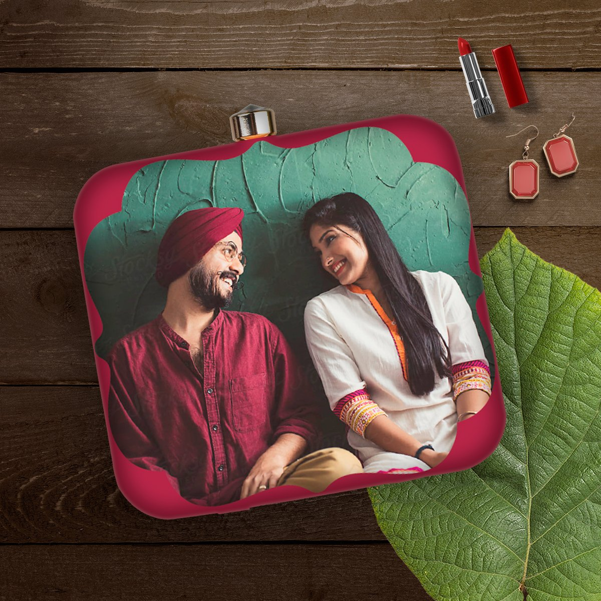 Cherish your beautiful memories with these amazing photo customizable box clutches. An ideal gift for anniversaries, birthdays & all those special days.