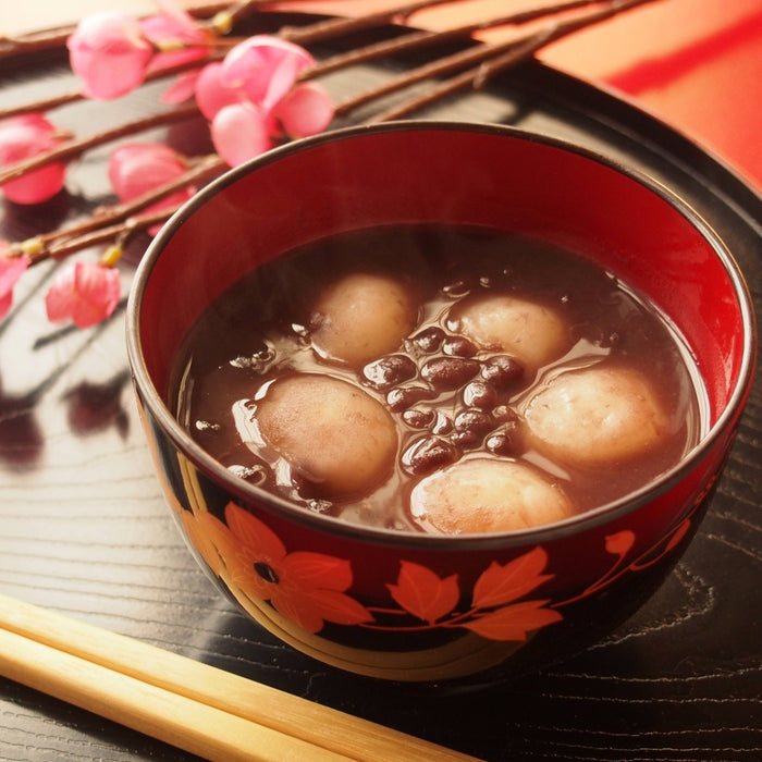 A bowl of red bean soup with mochi