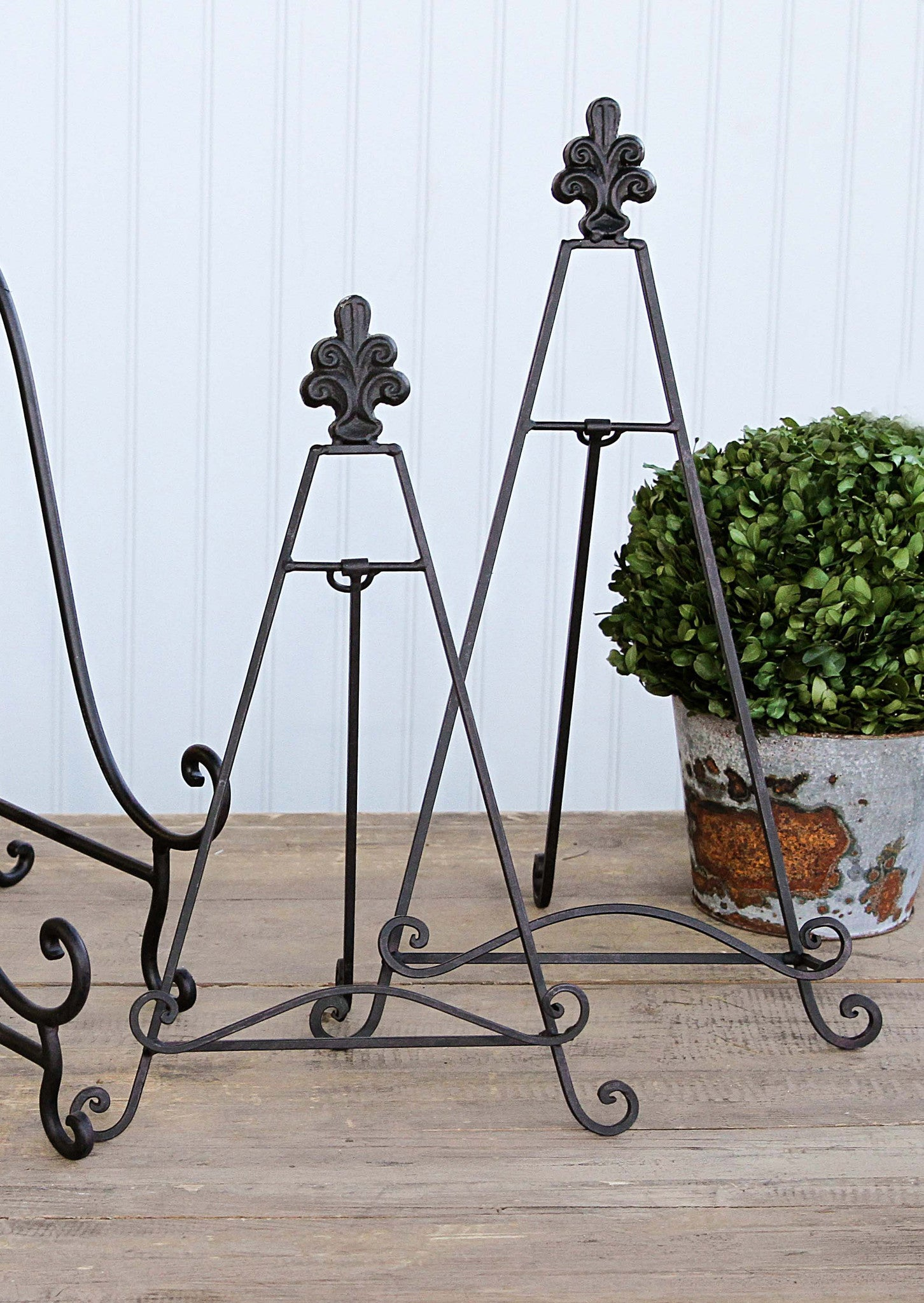 Metal Stands with Fleur-de-lis Finial