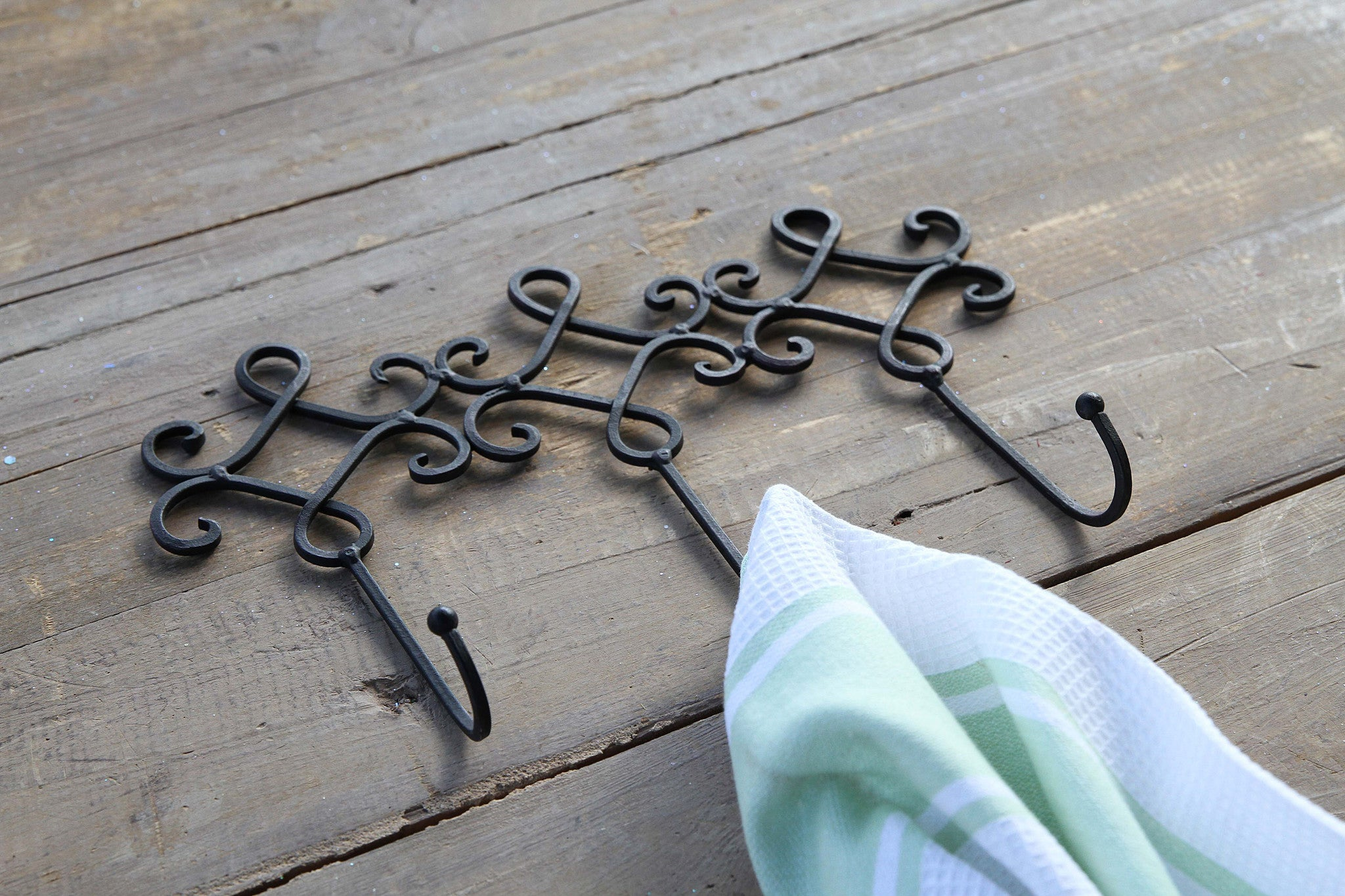 Triple Metal Hook in Black With Scroll!