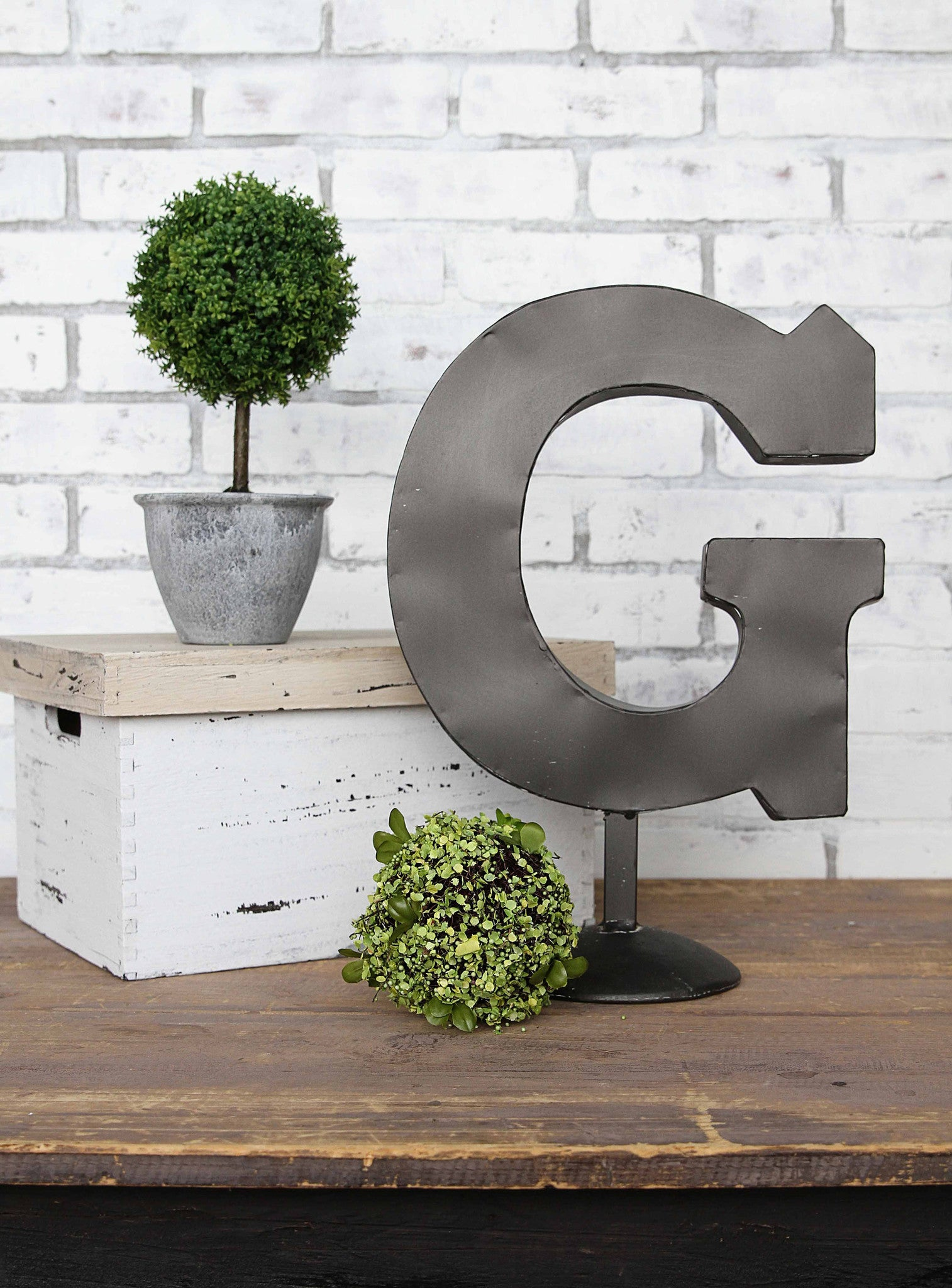 Metal Letter 'G' on Stand