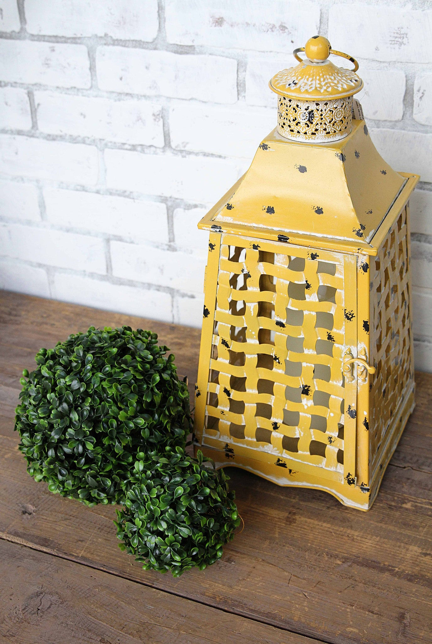 Plastic Boxwood Kissing Balls