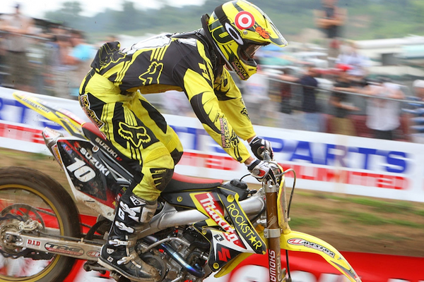Ryan Dungey racing at the 2009 RedBud National in the yellow and black Fox gear