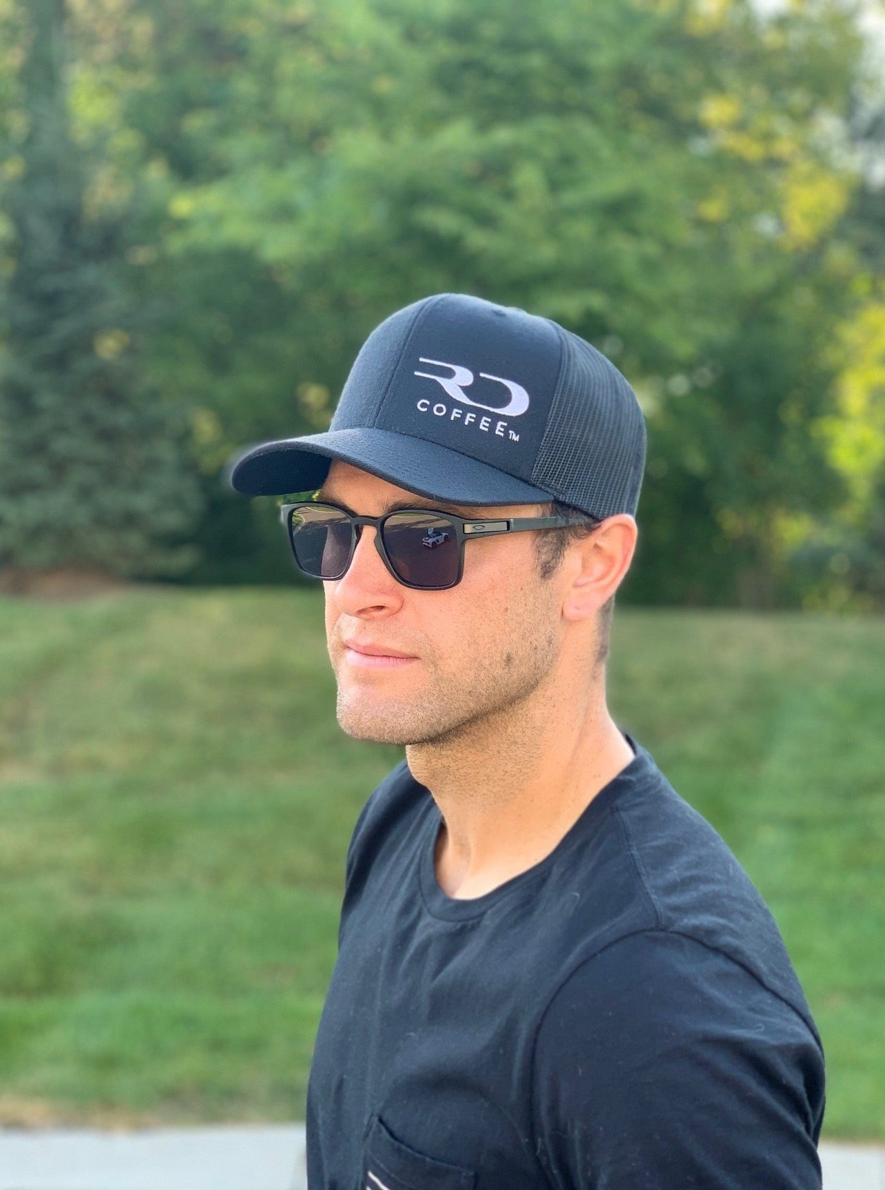 RD COFFEE SOLID BLACK TRUCKER HAT