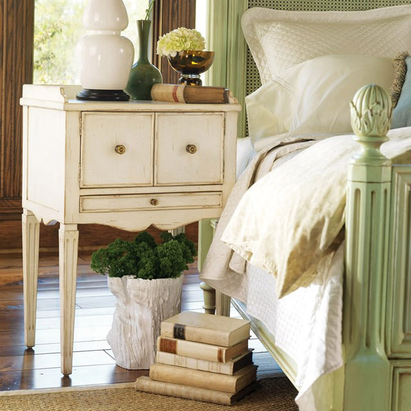 Dressers, Chests & Bedside Tables
