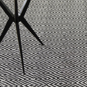 Dash and Albert Diamond Black/Ivory Indoor/Outdoor Rug - Lavender Fields