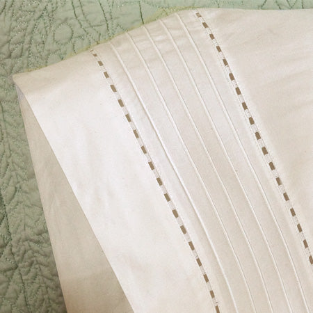 Taylor Linens Tailored Pinefore White King Pillowcase Set - Lavender Fields