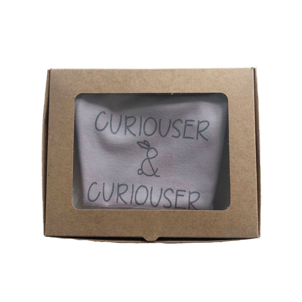 "Signature Shortsleeved Slogan Grower ""Curiouser & Curiouser""/Dusty Pink"