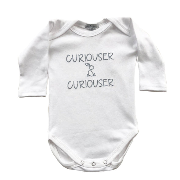 "Signature Long-sleeved Slogan Grower ""Curiouser & Curiouser""/White"