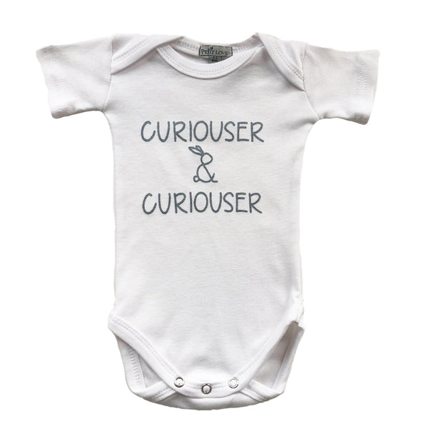 "Signature Shortsleeved Slogan Grower ""Curiouser & Curiouser"" / Cream"