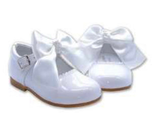 MARY JANES  IN PATENT LEATHER WHITE COCOBOXI WITH BOW