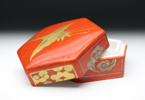 22130 13代 酒井田柿右衛門 (Nigoshide cloud crane Pattern Incense) SAKAIDA Kakiemon
