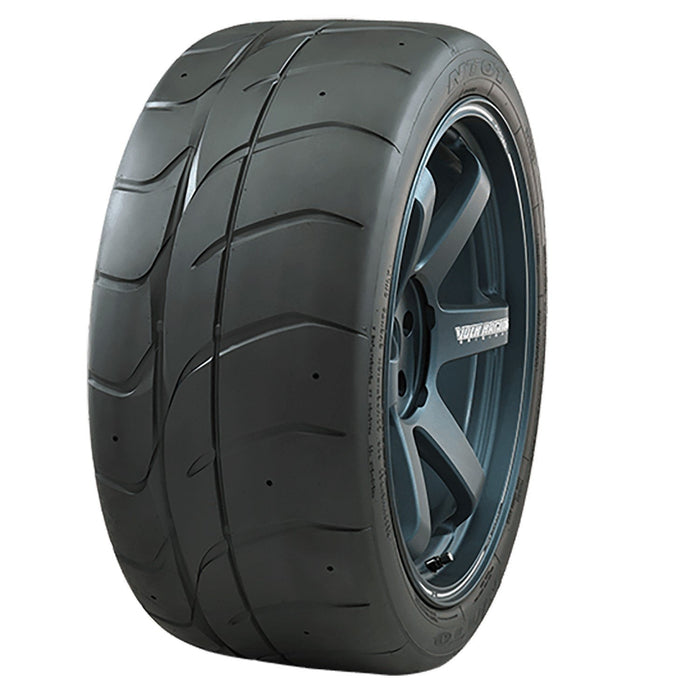 NT01 by Nitto Tire 275/40ZR18 99W