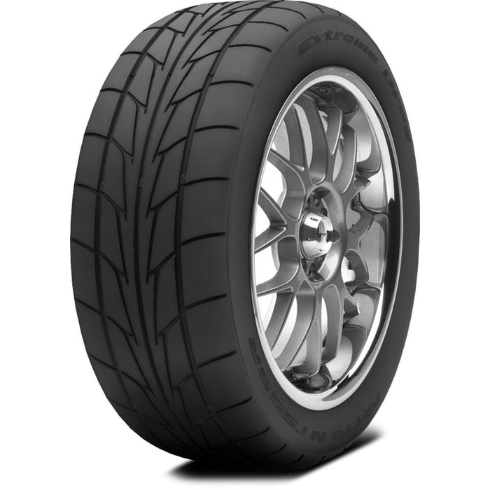 NT555R by Nitto Tire 305/45R18 110V