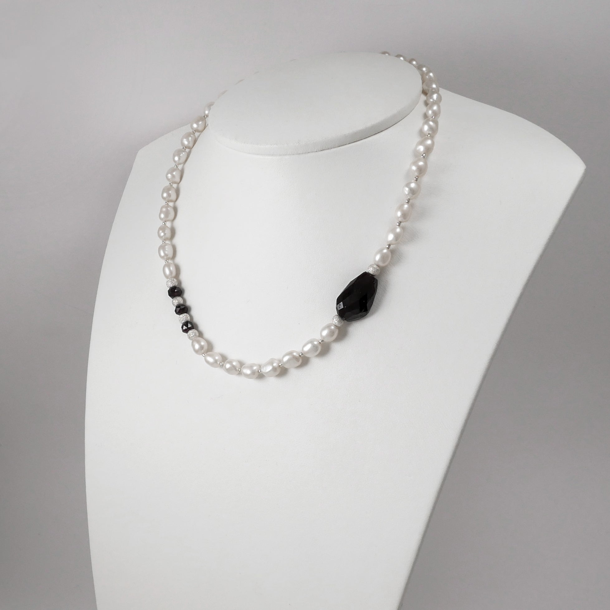 Pearls and Garnets Necklace - Katerina Roukouna