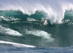 Robin Mohr bodysurfs at Dungeons