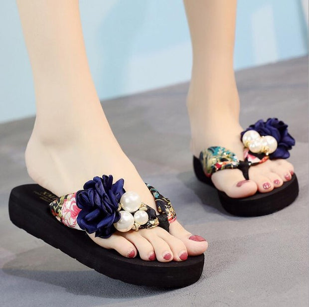 Make a fashion statement and let heads turn with these colorful comfortable flip flops with