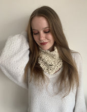Load image into Gallery viewer, Women Beige Wormy Baby Alpaca Scarf