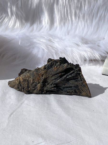 Kyanite Black Natural 194g