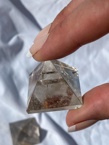 Smoky Quartz Pyramid 20g