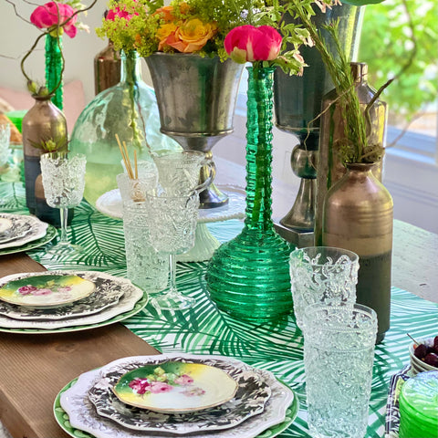 summer table setting, green tablescape, tropical tablescape