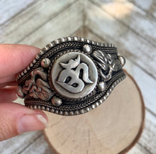 Load image into Gallery viewer, Om Tibetan Silver Cuff