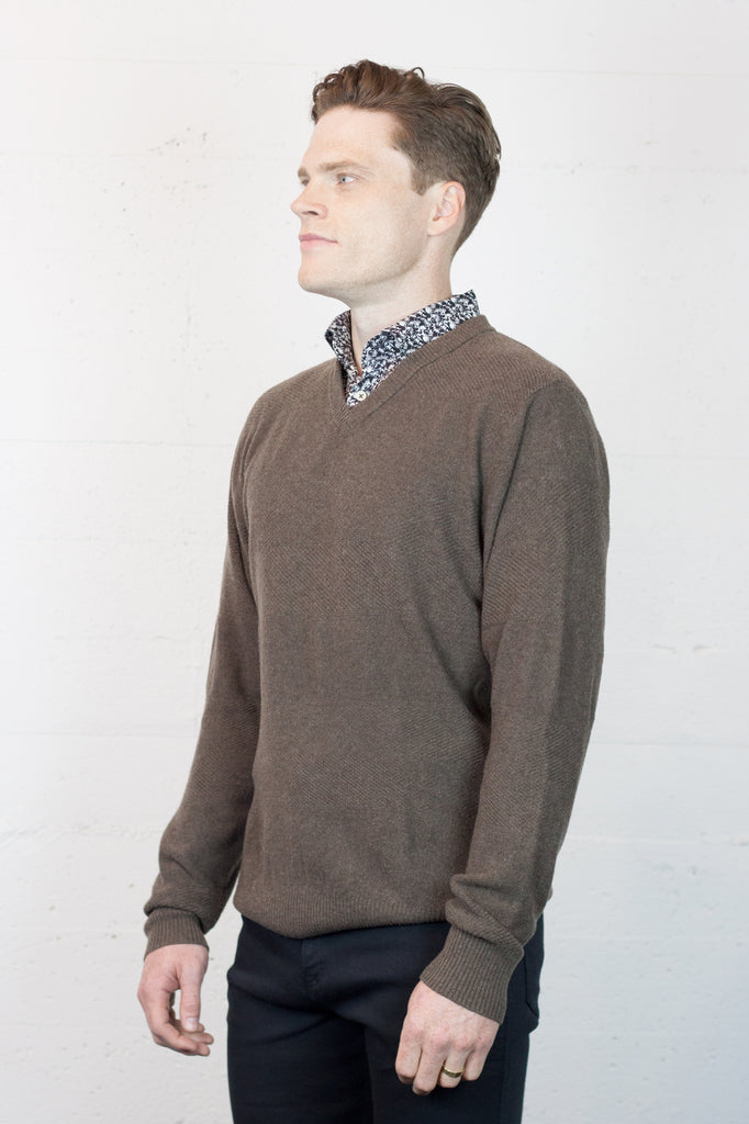 B&L Knit V Neck Walnut