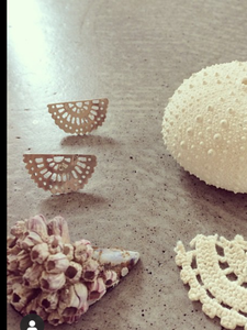 FAN DOILY EARRINGS