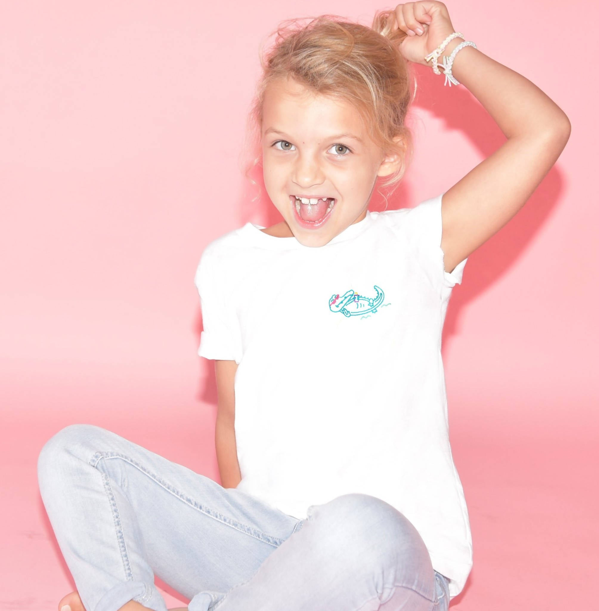 Alligator chilling in the Everglades White T-Shirt - Kid - Unisex