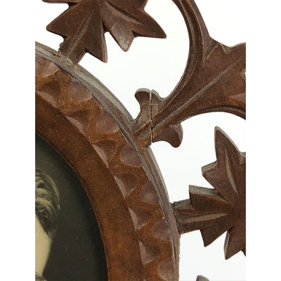 Antique Carved Leaf Pattern Wood Frame for Oval Photo
