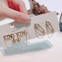 Load image into Gallery viewer, C-1316 KING Letter Earrings