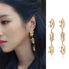 Load image into Gallery viewer, C-1450 Irregular Gold Dangling Earrings