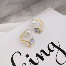 Load image into Gallery viewer, C-1479 Mermaid Tail Pearl Earrings