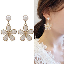 Load image into Gallery viewer, C-1472 Hepburn Beaded Flower Earrings