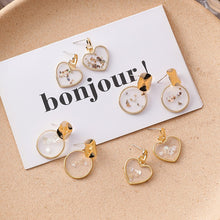 Load image into Gallery viewer, C-1273 Transparent Shell Stud Earrings