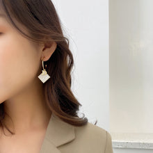 Load image into Gallery viewer, C-1461 D-Shaped Square Earrings