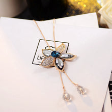 Load image into Gallery viewer, C-1330 Crystal Chain Five-Leaf Pendant Necklace