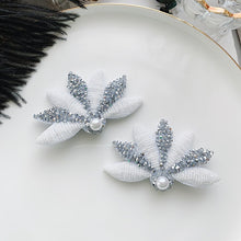 Load image into Gallery viewer, C-1023 Floral Studded Hairclips