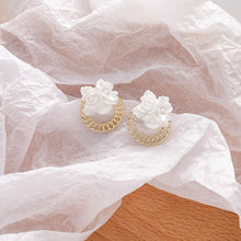 Load image into Gallery viewer, C-1493 Chain Whiteflower Earrings