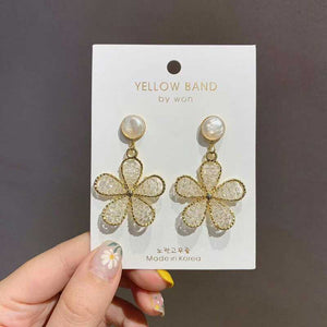C-1472 Hepburn Beaded Flower Earrings