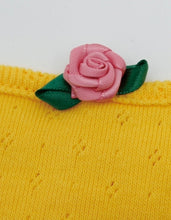 画像をギャラリービューアに読み込む, ORIGINAL ROSE BUTTON CARDIGAN AND CAMI SET / YELLOW