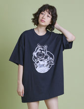 画像をギャラリービューアに読み込む, The Muppets x little sunny bite Miss piggy big tee / BLACK